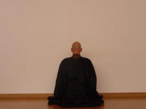 Mönch beim Zazen